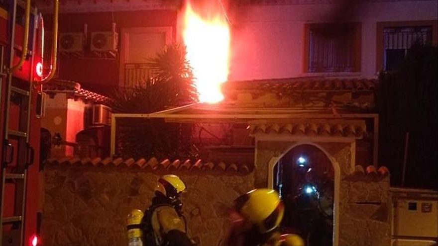 Un colchón provoca un incendio esta madrugada en Torrevieja