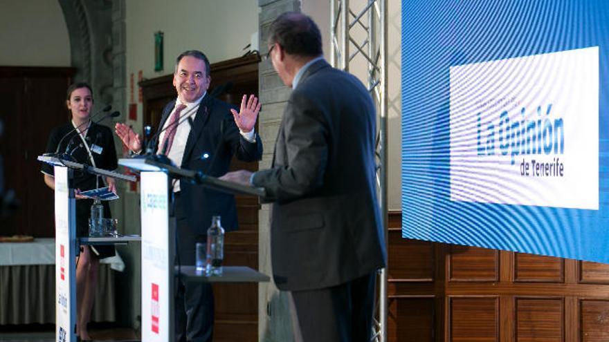 El gobernador del Banco de España prevé más fusiones bancarias en el país