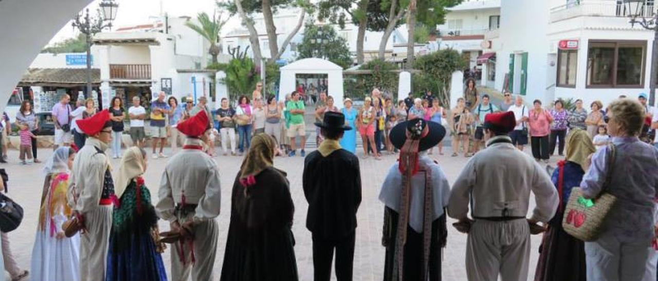 'Ball pagès', en una edición anterior del Día del Turista en Sant Josep.   DI