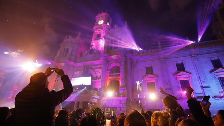 Pirotecnia, luces y DJ's: así serán las Campanadas en el Ayuntamiento de València