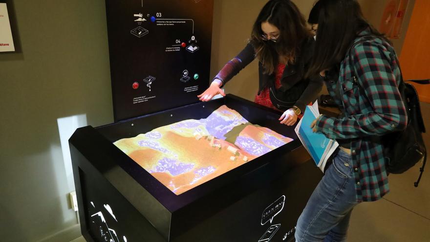 El Museo de Ciencias Naturales de la Universidad de Zaragoza recibe una caja de realidad aumentada