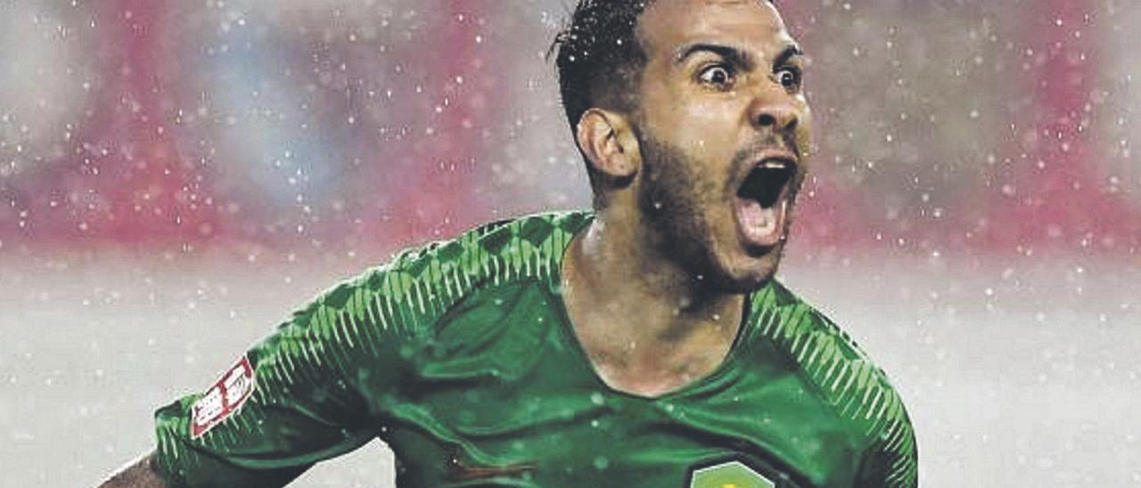 El atacante grancanario y exjugador de la UD Las Palmas Jonathan Viera Ramos celebra un tanto con la elástica del Beijing Guoan.  | | ZHONG ZHENBIN