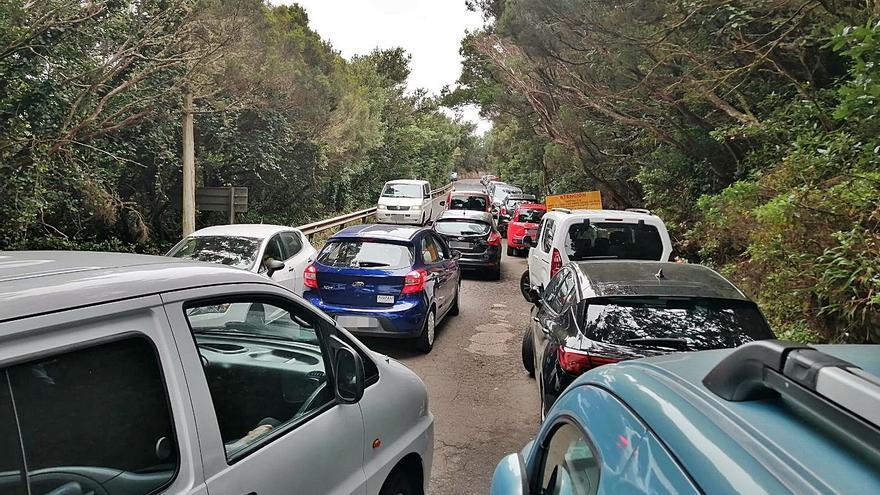 Vecinos de Anaga rechazan muretes en la Cruz del Carmen y piden aparcamientos