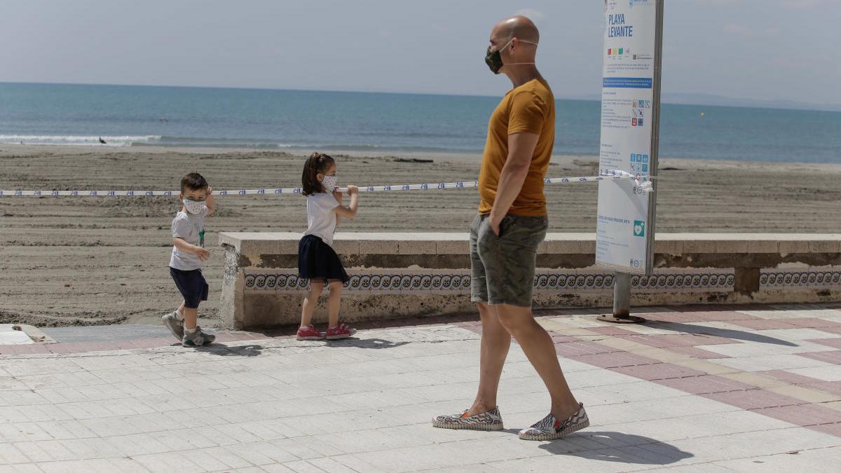 La playa de Santa Pola el domingo