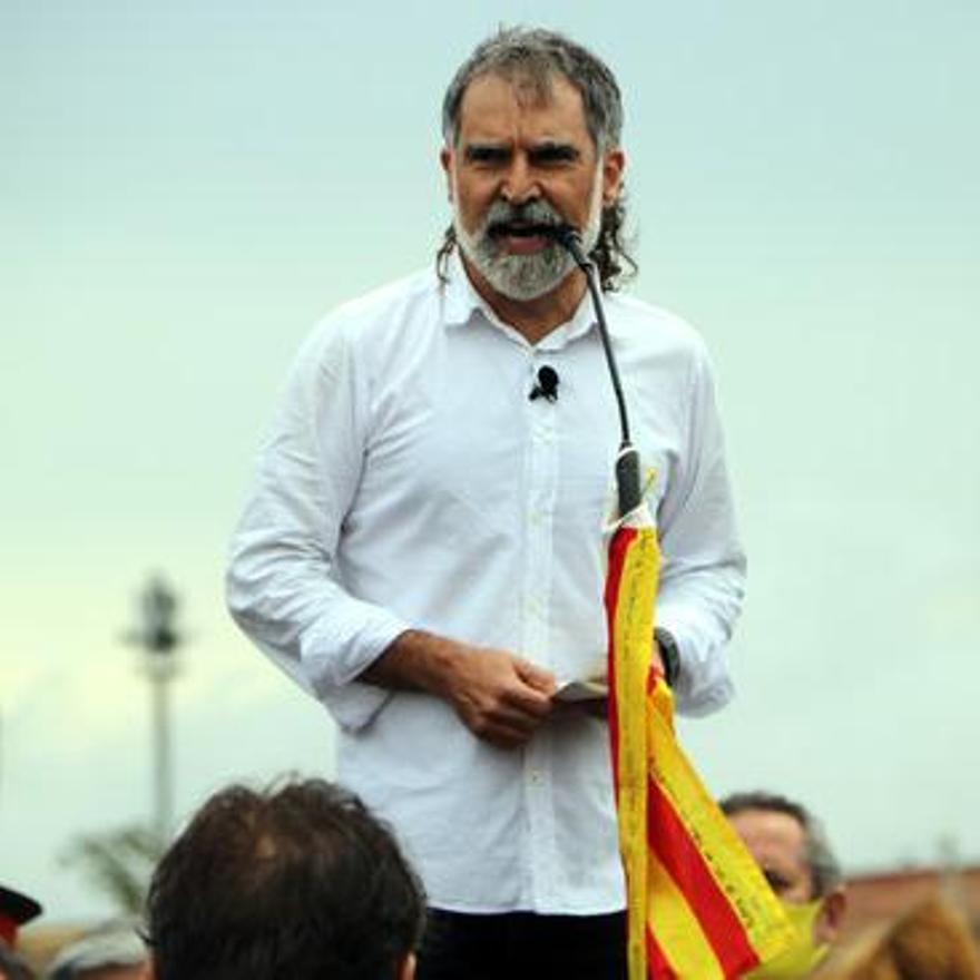Jordi Cuixart durant els parlaments a les portes de Lledoners.JPG