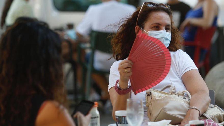 """La Junta pide a los andaluces que sigan llevando la mascarilla en exteriores a partir del 26 de junio """"por responsabilidad"""""""