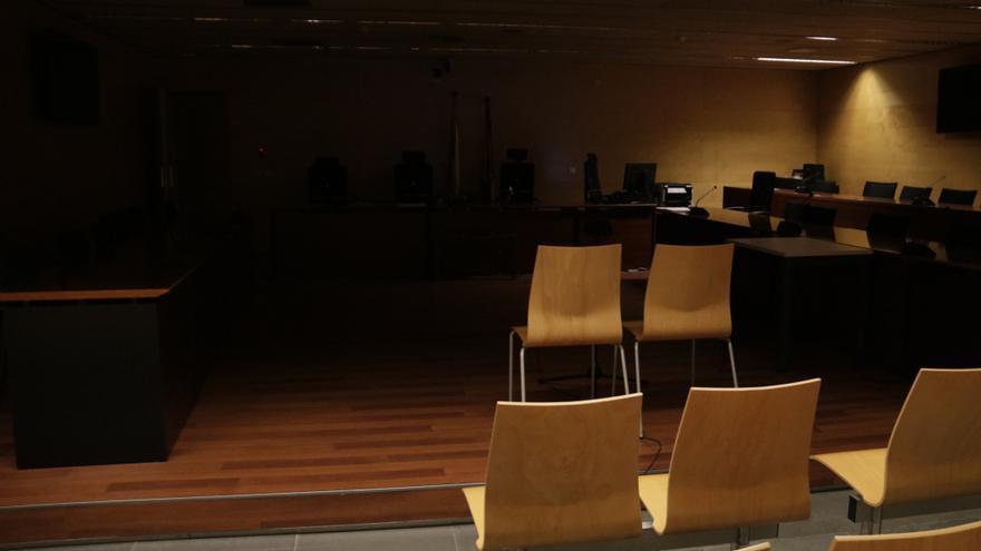 L'Audiència es queda sense llum i suspèn el judici a un catedràtic de la UdG acusat de malversació
