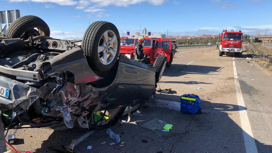 VÍDEO   Tres heridos en un accidente de tráfico en la A-6 a la altura de Benavente