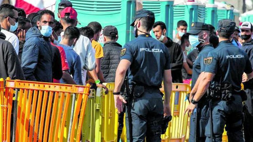 Interior margina a la Guardia Civil en  el control antiterrorista de la migración
