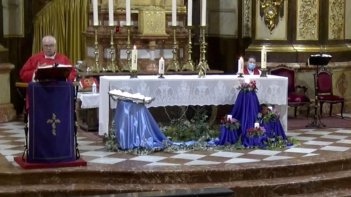 El ecónomo durante una misa celebrada en la Basílica de Nuestra Señora del Socorro de Aspe.