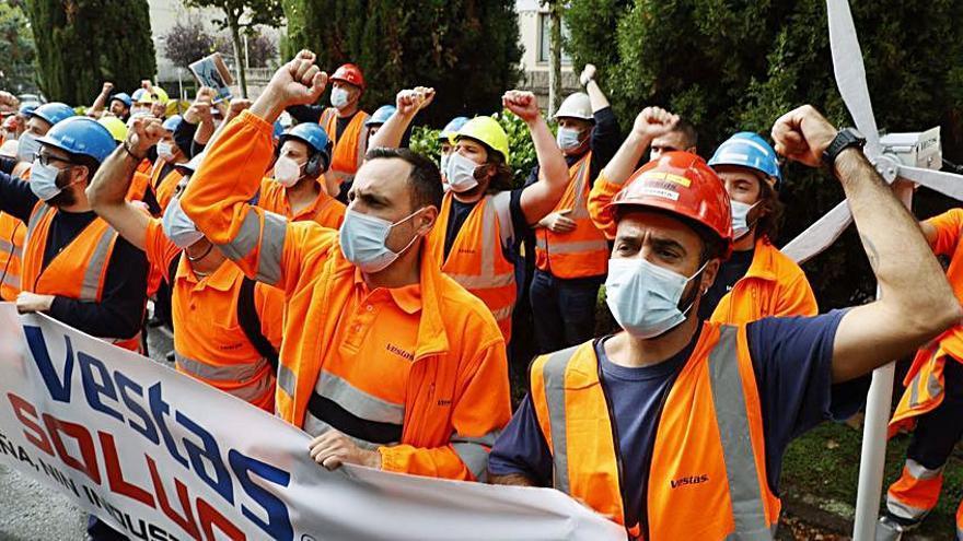"""El plantel de Vestas protesta contra un cierre """"injustificado"""" y pide salvar A Mariña"""