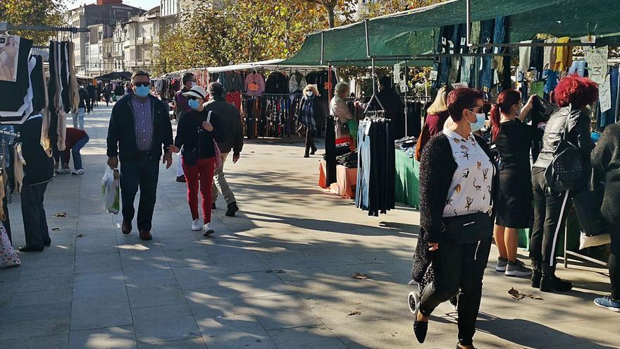 """Los ambulantes insisten en instalar todos los puestos tras otra jornada """"muy floja"""""""