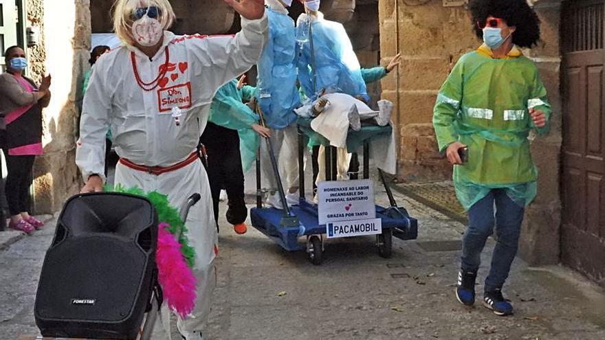 Paquita y Nicanor: con gel, mascarilla y distancia social sin perder ni pizca de tradición