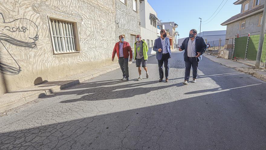 Orihuela reafirma la soberanía del barrio en litigio con Rafal con su mejora tras años de abandono