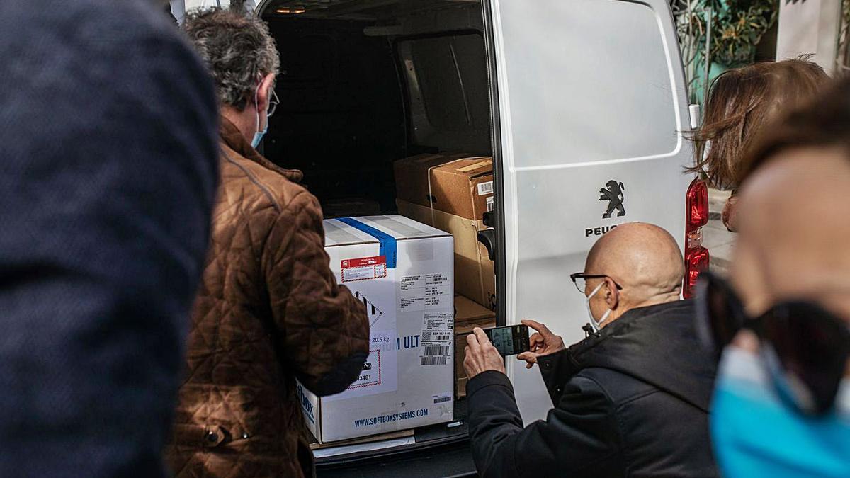Primer envío de vacunas que llegó a Zamora, a finales de 2020. | Emilio Fraile