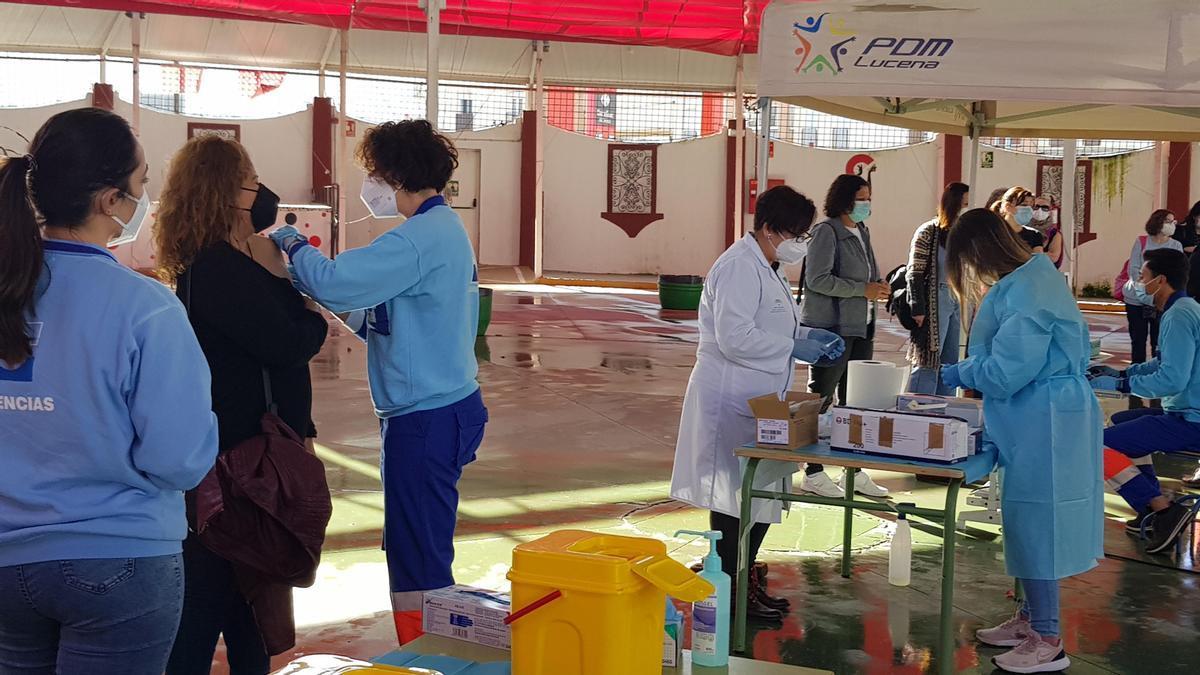 Vacunación del covid-19 en la Caseta Municipal de Lucena.