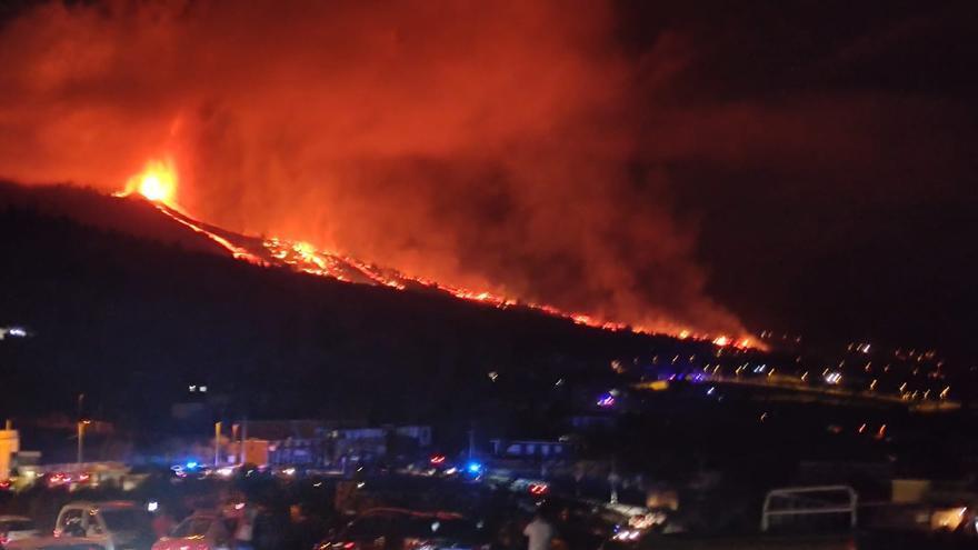 Las coladas de lava del nuevo volcán de La Palma: a 1.075 grados