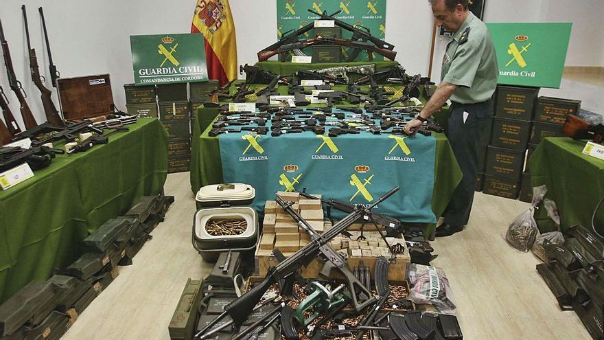 La Fiscalía pide ocho años de prisión para el militar que guardaba un arsenal en su casa