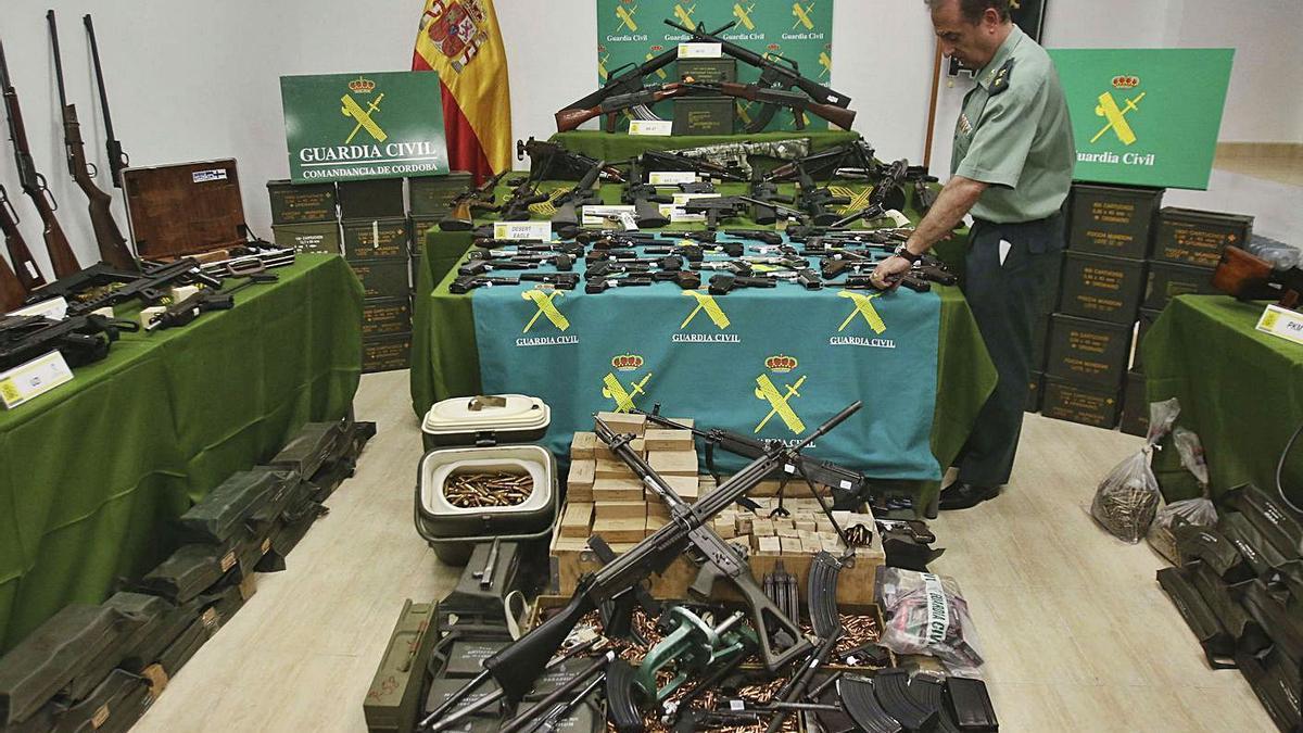 El arsenal intervenido tras el registro en 2015. |   // SALAS