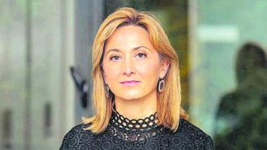 En contra | Elena Muñoz Seco: «No se necesita ser monolingüe para ser un buen cirujano»