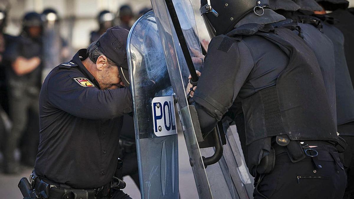 Agentes de la Unipol (Unidad de Intervención Policial) de Santa Cruz de Tenerife.     CARSTEN W. LAURITSEN