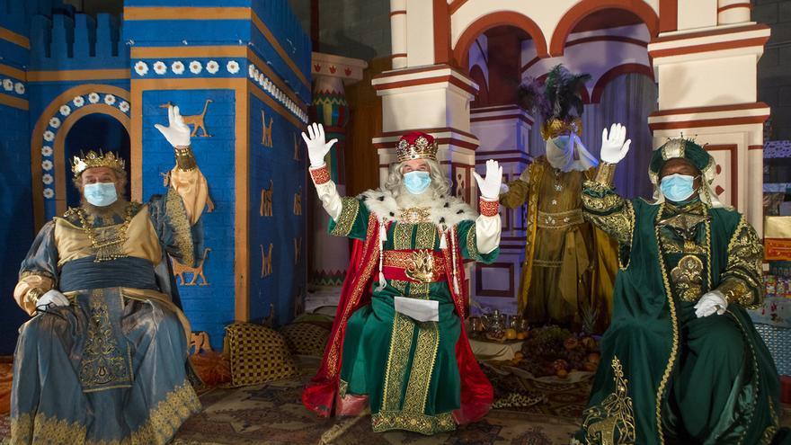 Los vehículos de los Reyes Magos recorrerán Gijón cargados de regalos