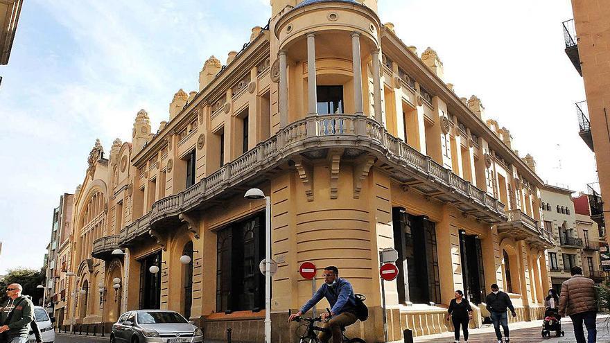 El Casino Menestral de Figueres porta 17 anys tancat pendent d'acabar les obres