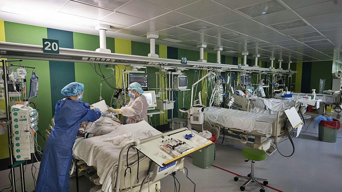 Imagen del interior de la UCI covid del Hospital General de València durante la segunda ola. | GERMÁN CABALLERO