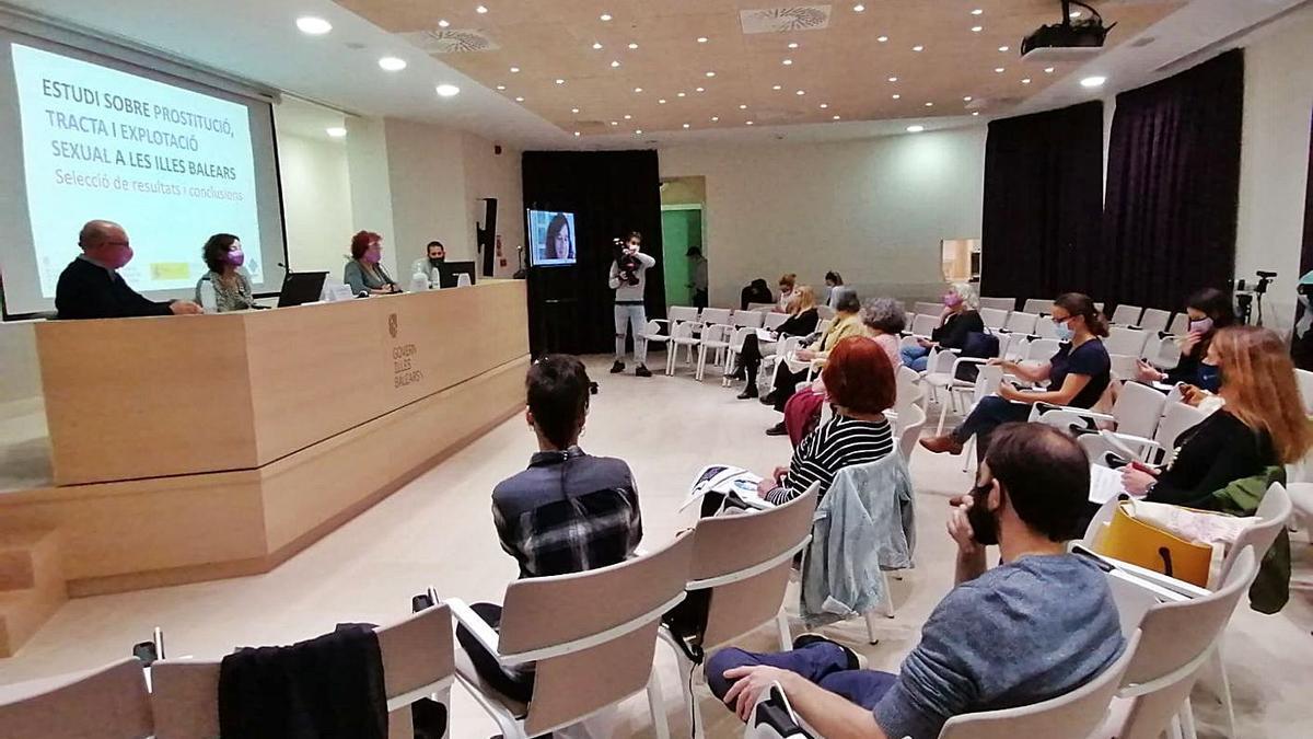 Lluís Ballester, Susana Ortega y Maria Durán ayer en la presentación del estudio.