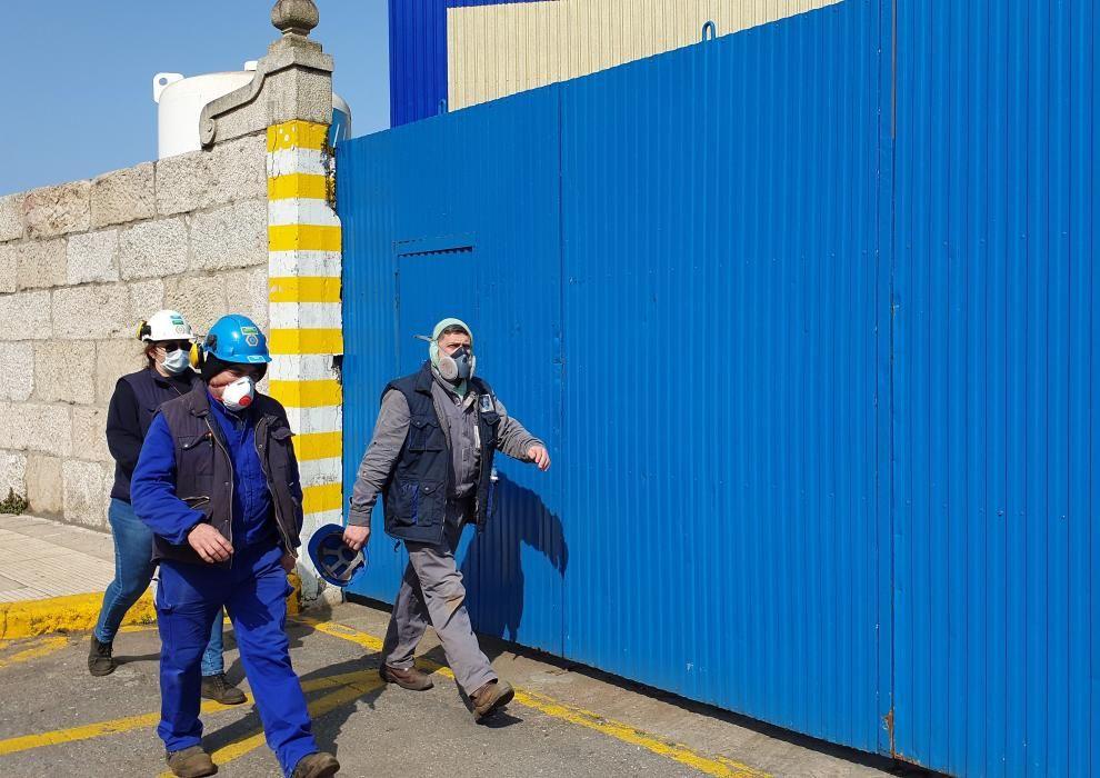 Empleados de astilleros y de la industria auxiliar secundan la convocatoria de una cacelorada / Marta G. Brea