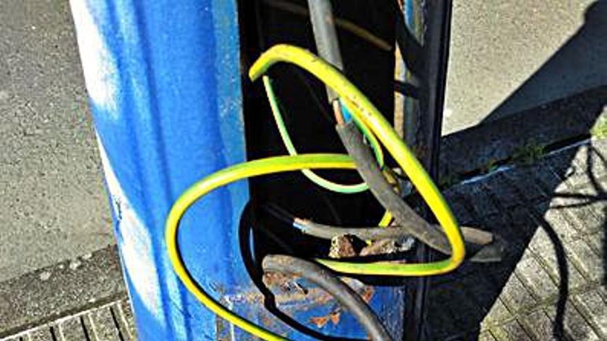 La calle Anchouza, sin luz tras un nuevo robo de cable en A Zapateira
