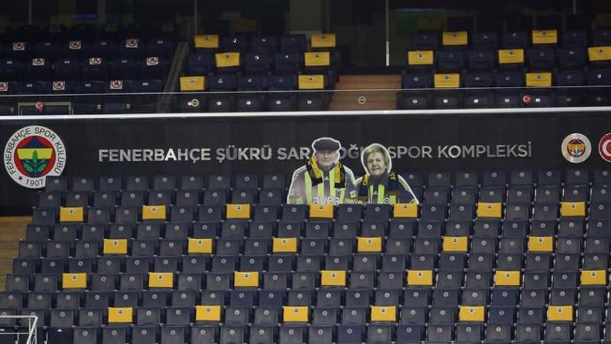El Fenerbahçe recuerda, tras su muerte, a la pareja de ancianos que no faltaba a ningún partido