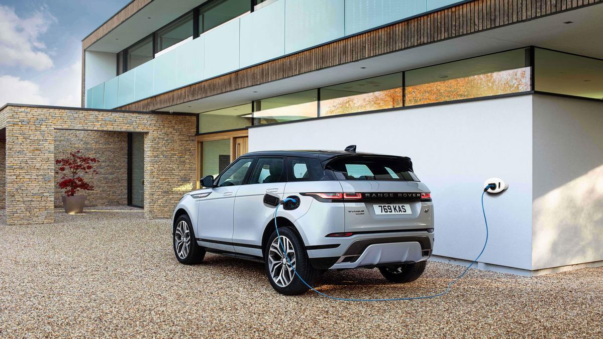 Vehículo enchufable de Land Rover, uno de los que podrían comprar los usuarios gracias al Plan Moves III