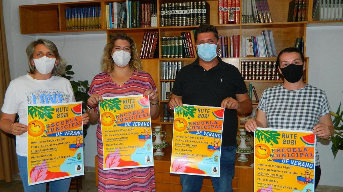 Participantes en la presentación de la escuela de verano de Rute.