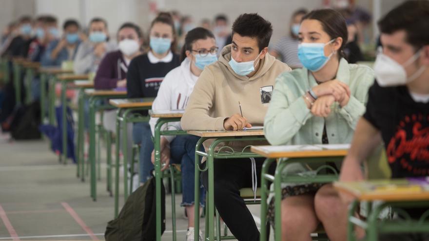 Canarias, tercera tasa más baja en universitarios ocupados, con un 81,7%
