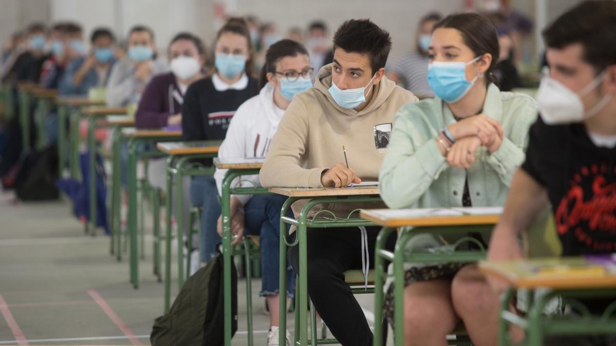 Canarias, tercera tasa más baja en universitarios ocupados, con un 81,7 %