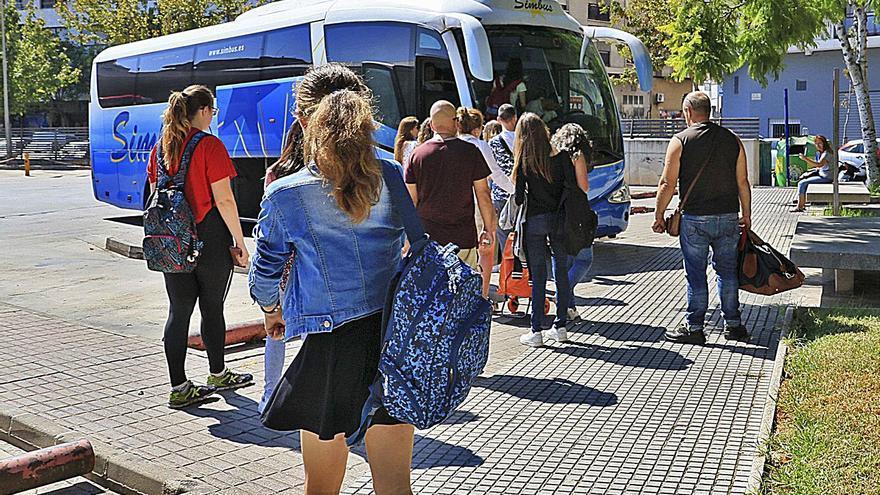 Familias de la Marina se unen para que sus hijos estudien en la Safor ante la falta de transporte público