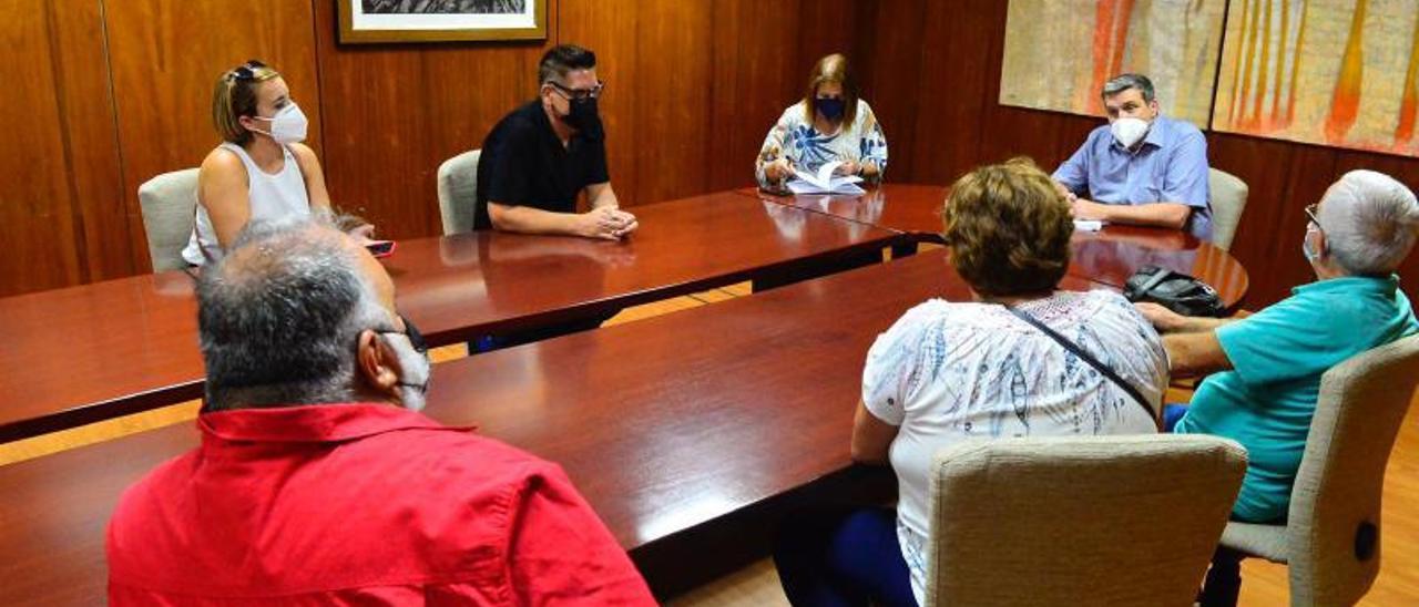 Reunión del concejal Doreste con los vecinos de Almatriche bajo.