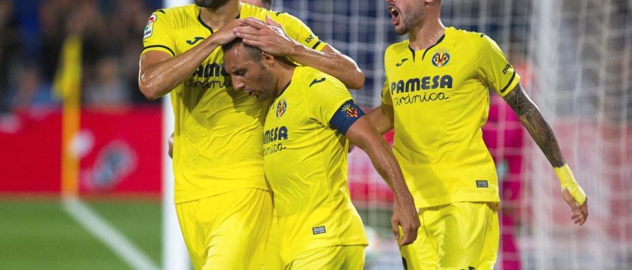 Los jugadores del Villarreal celebran el gol marcado por Santiago Cazorla.