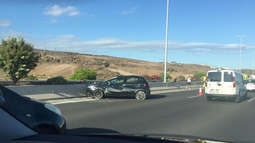 Dos heridos en un vuelco en la autopista del Sur