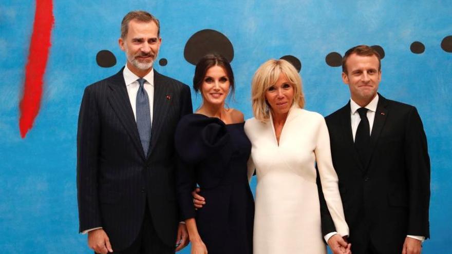 Los Reyes mantienen una cena privada con Macron
