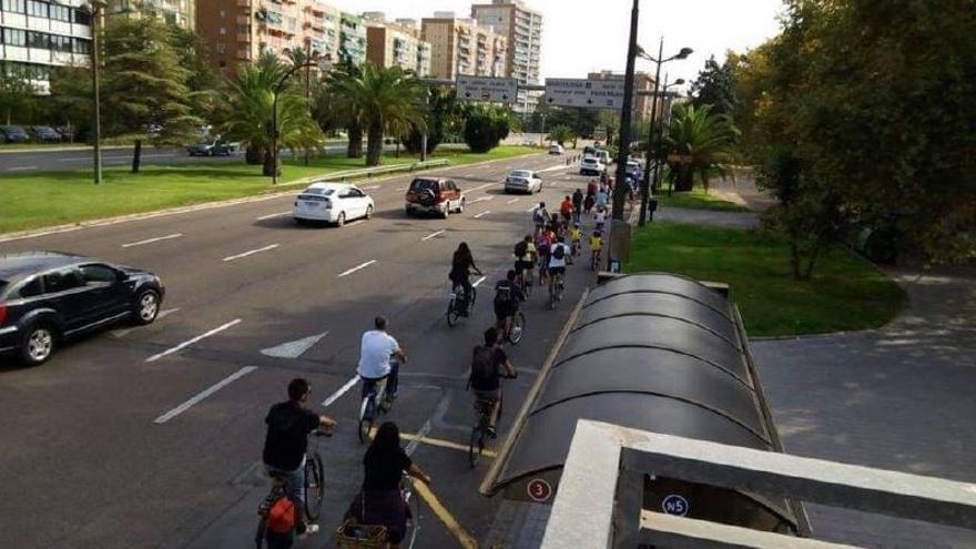 Reclaman un carril bici entre Xirivella y el Hospital General