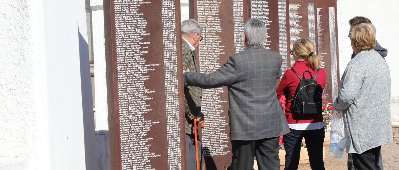 Homenaje a las víctimas franquistas organizado por el Grup per la Recerca de la Memòria Històrica