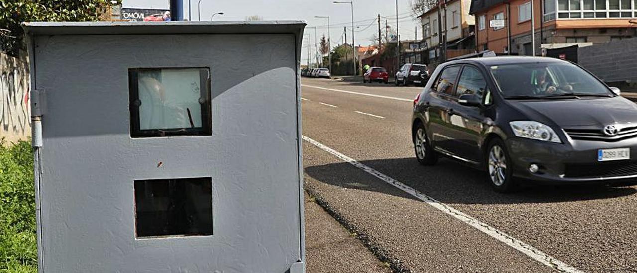 Cabina de un radar fijo en Vigo. |   // RICARDO GROBAS