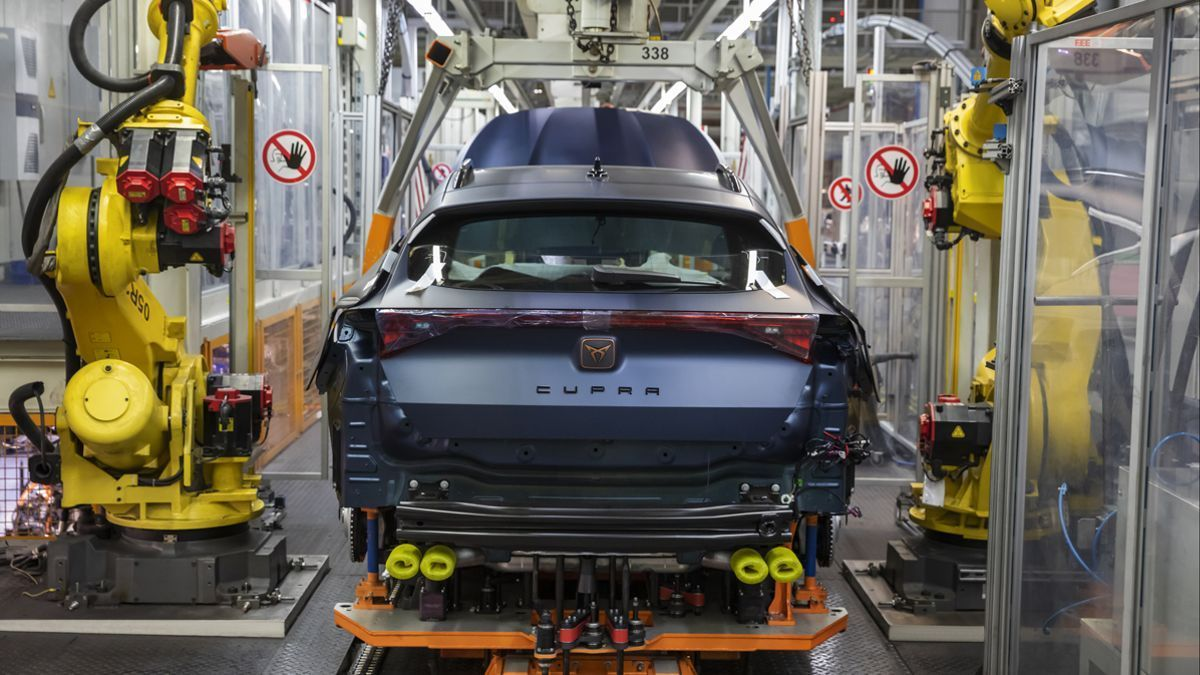 La crisis de los chips hará que en 2021 se dejen de fabricar 9,4 millones de vehículos