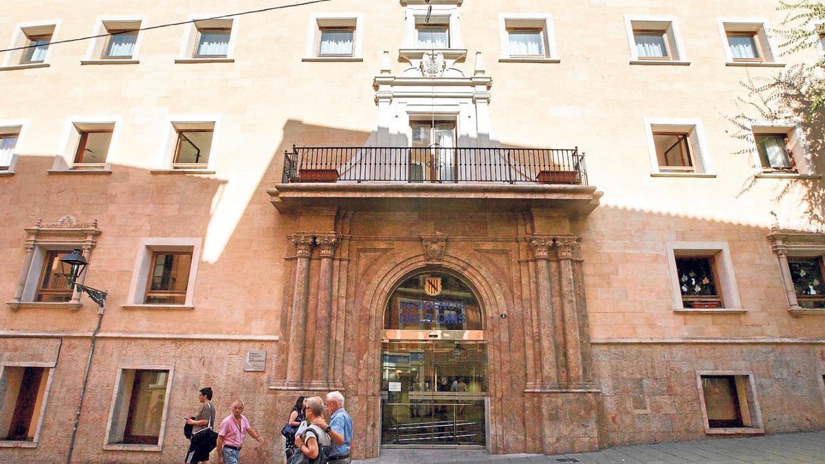 Entrada de la residencia Oms-Sant Miquel.