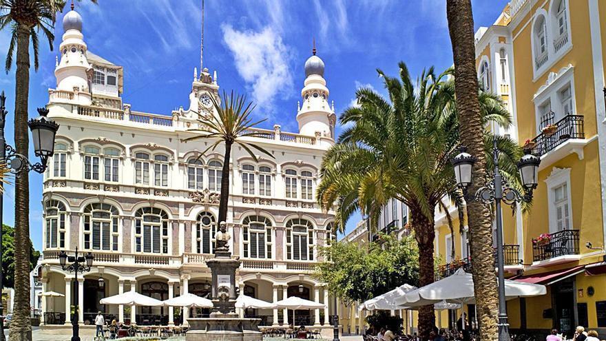 La capital analizará en unas jornadas la gestión del turismo urbano durante la pandemia