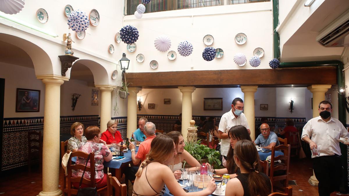 Miles de cordobeses y turistas disfrutan del último fin de semana de mayo