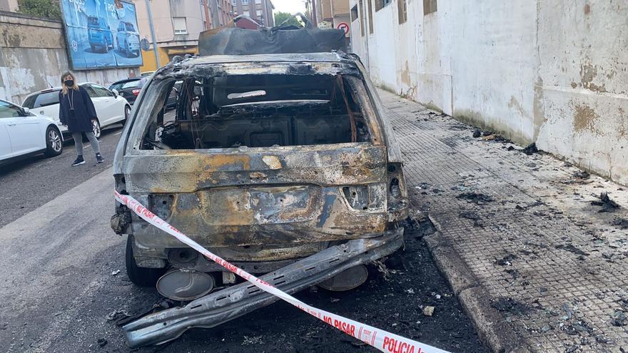 """Queman """"por venganza"""" un coche en El Natahoyo, según el conductor"""