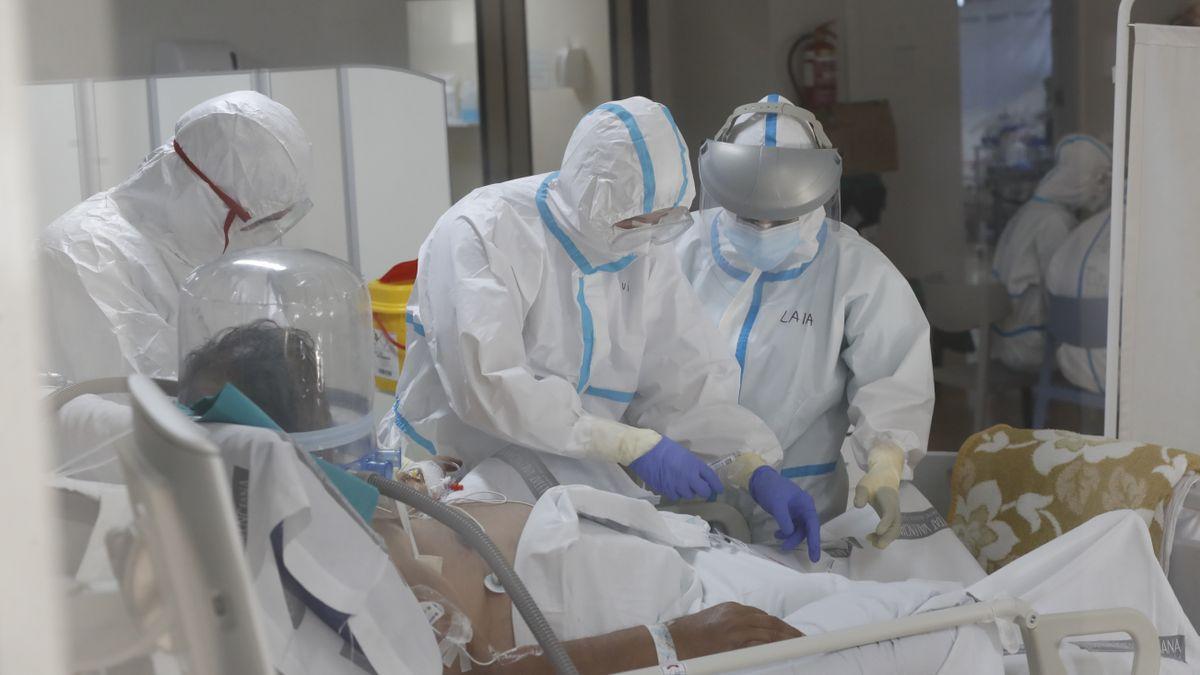 Imagen de un enfermo de covid en la UCI del hospital.